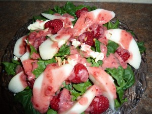 spinach salad with pears brie and raspberries